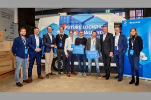 Versammelte Ideen für die Lieferlogistik (v.l.n.r.): Artur Hasselbach (Smart Mobility & Transport Team VWN), Marco Schlüter (COO Hermes Germany), Kay Schiebur (Otto Group Konzern-Vorstand Services), Jens-Philipp Klein (Atlantic Labs), Pascal Stech & Philipp Csernalabics (Co-Founder & CXO) von Neohelden, Felix Meißgeier (Managing Director) von VISCOPIC, Heinz-Jürgen Löw (Vorstand Vertrieb & Marketing VWN), Kai Grünitz (CTO Autonomous Vehicles VWN), Susanne Brand (Head of Innovations, Hermes). | Foto: VWN