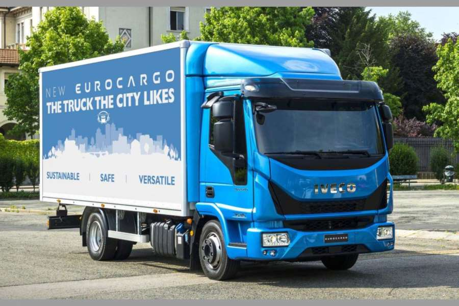 "Der Verteiler-Lkw Iveco Eurocargo wurde auf der Messe Solutrans in Lyon zum ""International Truck of the Year 2016"" gekürt. 