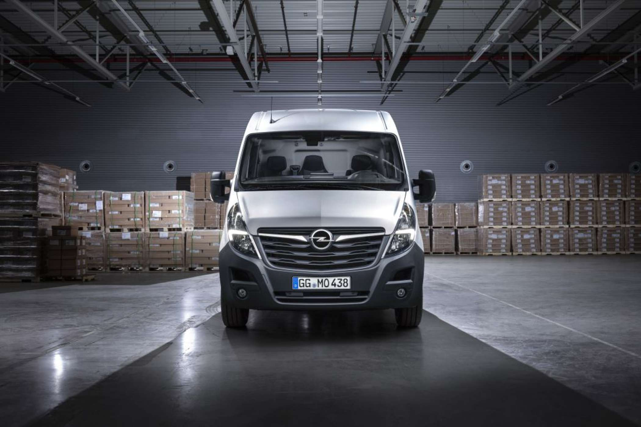 "Den Bogen raus: Optisch augenfälligste Änderung beim Movano sind die ""Wings"" in LED-Optik in den Leuchteinheiten. 
